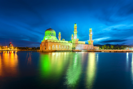 Kota Kinabalu City Mosque (The Floating Mosque) or Masjid Bandaraya Kota Kinabalu in blue hour 免版税图像 - 123841110
