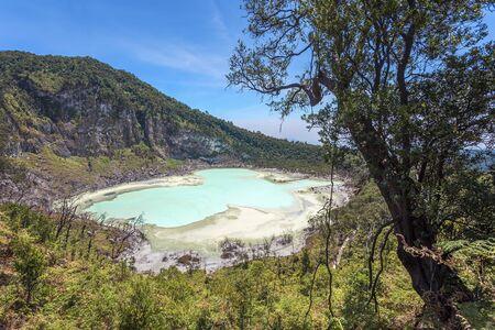 Kawah Putih crater lake , Bandung Indonesia. Taken from Sunan Ibu, Rancabali Ciwidey West Java Indonesia. 免版税图像