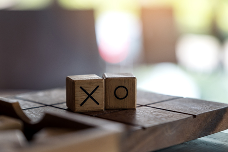 Closeup image of wooden Tic Tac Toe game or OX game in a box Banque d'images