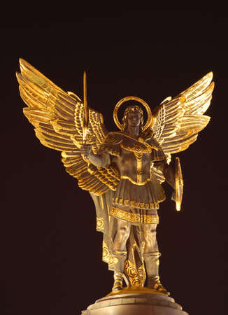 angel de la independencia: Archangel Michael, nezalejnosti de Maydan, Kiev, Ucrania