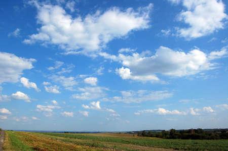 White clouds and the blue sky Foto de archivo