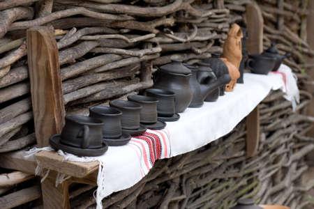 ollas de barro: Hecho a mano ollas de barro  Foto de archivo