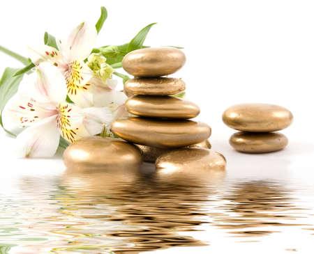spa stone: Spa-Stein und Lilie mit Wasser