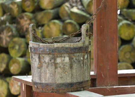 seau d eau: Dessinez bien avec seau en bois
