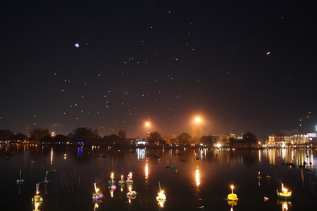 to flit: Loy Kratong Festival