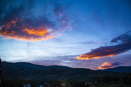 Wonderful sunrise from the window of a hotel in Steamboat Colorado on a late summer day Stockfoto - 134036702