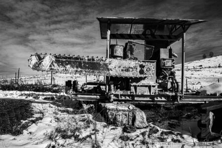machinery for the extraction of marble abandoned during the winter on the Asiago plateau, Veneto, Italy. Stockfoto