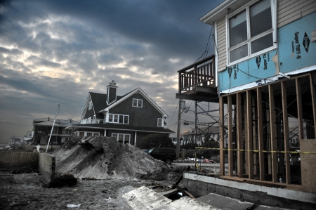 QUEENS, NY - NOVEMBER 11: Damaged houses without power at night in the Rockaway beach - Bel Harbor area due to impact from Hurricane Sandy in Queens, New York, U.S., on November 11, 2012.   Zdjęcie Seryjne - 16559024