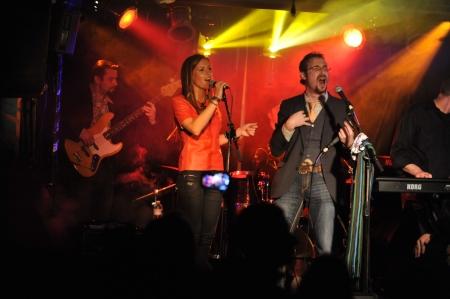 NEW YORK-27 februari: Muziek groep Inside Pocket presteert op het podium tijdens de Russische Rock Festival in Webster Hall op 27 februari 2013 in NYC