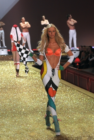 NEW YORK - NOVEMBER 10: Victoria's Secret Fashion Show model walks the runway during the 2010 Victoria's Secret Fashion Show on November 10, 2010 at the Lexington Armory in New York City.  Stock Photo - 18432055