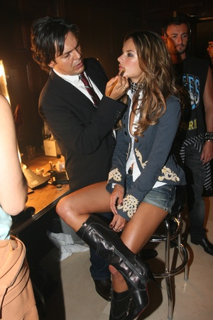 NEW YORK - SEPTEMBER 09: Model Alessandra mbrosiogetting ready with makeup backstage in Cipriani restaurant at the Rock and Republic Spring / Summer 2007 collection presentation during New York Fashion Week on September 09, 2006, New York. Stock Photo - 18951479