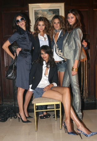 NEW YORK - SEPTEMBER 09: Models (L-R) Caroline Ribero Miranda Kerr, Alessandra Ambrosio, Morgane and Ujjwalla (sit) poses backstage at the Rock and Republic S/S 2007 collection presentation during New York Fashion Week on September 09, 2006, New York. Stock Photo - 18951665
