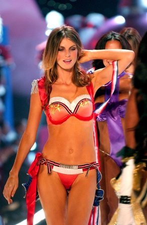 NEW YORK - NOVEMBER 9: Victoria's Secret Fashion models walks the runway finale during the 2010 Victoria's Secret Fashion Show on November 9, 2005 at the Lexington Armory in New York City.  Stock Photo - 18951637