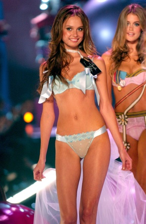 NEW YORK - NOVEMBER 9: Victoria's Secret Fashion models walks the runway finale during the 2010 Victoria's Secret Fashion Show on November 9, 2005 at the Lexington Armory in New York City.  Stock Photo - 18951631