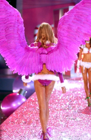 NEW YORK - NOVEMBER 9: Victoria's Secret Fashion model walks the runway during the 2010 Victoria's Secret Fashion Show on November 9, 2005 at the Lexington Armory in New York City.  Stock Photo - 18951663