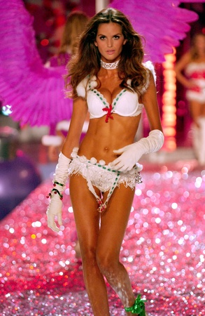 NEW YORK - NOVEMBER 9: Victoria's Secret Fashion model Izabel Goulart walks the runway during the 2010 Victoria's Secret Fashion Show on November 9, 2005 at the Lexington Armory in New York City.  Stock Photo - 18951668