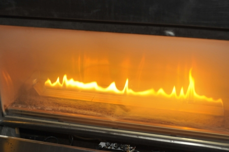 Brandend gas brand in open haard