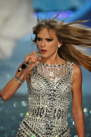 armory: NEW YORK, NY - NOVEMBER 13: Singer Taylor Swift performs at the 2013 Victorias Secret Fashion Show at Lexington Avenue Armory on November 13, 2013 in New York City.