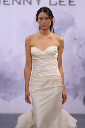 NEW YORK, NY - OCTOBER 12: A model walks the runway at the Jenny Lee 2014 Bridal collection show at hotel Waldorf Astoria on October 12, 2013 in New York City.  에디토리얼