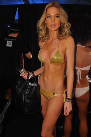 model pose: MIAMI - 21 DE JULIO: Actitud modelo en el backstage de la colecci�n Liliana Montoya Swim durante MBFW Miami Swim en Cabana Grande el 21 de julio de 2014 en Miami Beach Florida