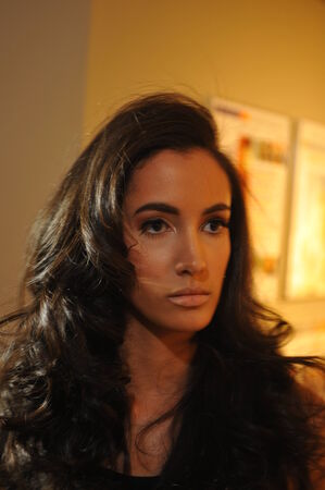top model: NEW YORK - AUGUSTUS 07: Het model stelt backstage bij Top Model Latina 2014 Symphony Space NY, 7 augustus 2014 in New York NY