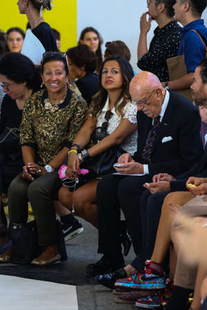 atender: MILAN, Italia - 21 de septiembre: CNMI Presidente Mario Boselli (R) asisti� a la del espect�culo MSGM como parte de la Semana de la Moda de Mil�n Vestimenta para mujer primavera 2015 el 21 de septiembre de 2014 en Mil�n, Italia. Editorial