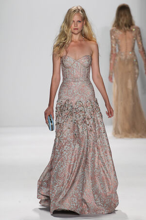 NEW YORK, NY - SEPTEMBER 09: A model walks the runway at the Badgley Mischka fashion show during Mercedes-Benz Fashion Week Spring 2015 at Lincoln Center on September 9, 2014 in NYC Redakční