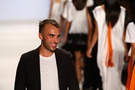 sean: NEW YORK, NY - 05 settembre: Sean Kelly alla sfilata del progetto durante la Mercedes-Benz Fashion Week Primavera 2015 al Lincoln Center il 5 settembre 2014 a New York Editoriali