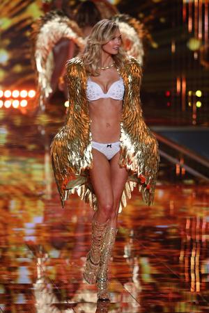 victoria secret: LONDON, ENGLAND - DECEMBER 02: Victorias Secret model Karlie Kloss walks the runway during the 2014 Victorias Secret Fashion Show on December 2, 2014 in London, England. Editorial