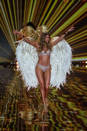 victoria secret: LONDON, ENGLAND - DECEMBER 02: Victorias Secret model Doutzen Kroes walks the runway during the 2014 Victorias Secret Fashion Show on December 2, 2014 in London, England.