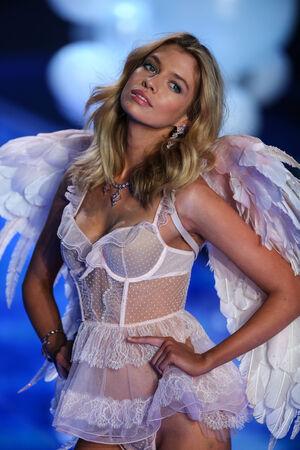 maxwell: LONDON, ENGLAND - DECEMBER 02: Victorias Secret model Stella Maxwell walks the runway during the 2014 Victorias Secret Fashion Show on December 2, 2014 in London, England. Editorial