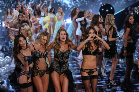 LONDON, ENGLAND - DECEMBER 02:   Models (L-R) Lily Aldridge, Candice Swanepoel, Doutzen Kroes and Alessandra Ambrosio during 2014 VS Fashion Show on December 2, 2014 in London, England. Editoriali