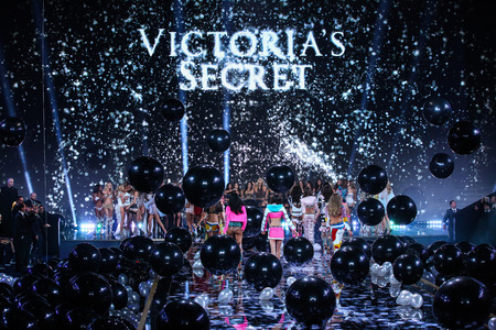 earls court: LONDON, ENGLAND - DECEMBER 02: The end of the finale at the the 2014 Victorias Secret Fashion Show at Earls Court exhibition centre on December 2, 2014 in London, England. Editorial
