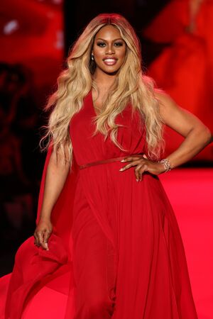 NEW YORK, NY - FEBRUARY 12: Laverne Cox walks the runway at the Go Red For Women Red Dress Collection 2015 presented by Macy's fashion show during MBFW Fall 2015 at Lincoln Center on February 12, 2015 in NYC 新聞圖片