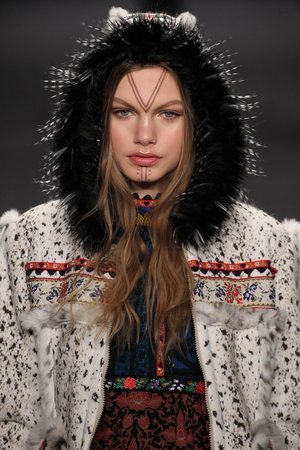 sui: NEW YORK, NY - FEBRUARY 18: Model Annika Krijt walks the runway at the Anna Sui fashion show during MBFW Fall 2015 at Lincoln Center on February 18, 2015 in NYC Editorial