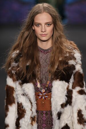 cocaine: NEW YORK, NY - FEBRUARY 18: Model Ine Neefs walks the runway at the Anna Sui fashion show during MBFW Fall 2015 at Lincoln Center on February 18, 2015 in NYC