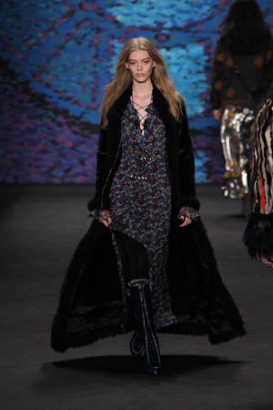 dimensionality: NEW YORK, NY - FEBRUARY 18: Model Ondria Hardin walks the runway at the Anna Sui fashion show during MBFW Fall 2015 at Lincoln Center on February 18, 2015 in NYC Editorial