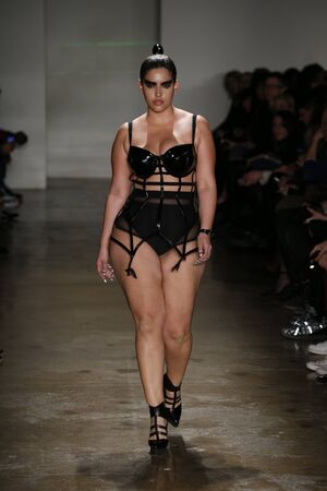pezones: NEW YORK, NY - FEBRUARY 13: A model walks the runway at the Chromat AW15: Mindware fashion show during MBFW Fall 2015 at Milk Studios on February 13, 2015 in NYC Editorial