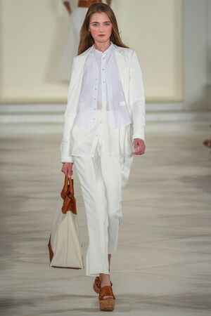 voile: NEW YORK, NY - SEPTEMBER 17: A model walks the runway wearing Ralph Lauren Spring 2016 during New York Fashion Week: The Shows at Skylight Clarkson Sq on September 17, 2015 in New York City.