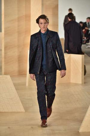lurex: NEW YORK, NY - FEBRUARY 03: A model walks the runway wearing Perry Ellis during New York Fashion Week Mens FallWinter 2016 on February 3, 2016 in NYC.