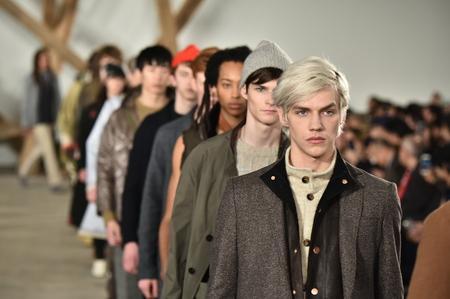 NEW YORK, NY - 3 februari: De modellen lopen de baan finale bij de Billy Reid modeshow tijdens de New York Fashion Week Men's Herfst  Winter 2016 op 3 februari 2016 in NYC.