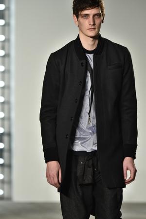ニューヨーク、NY - 2004 年 2 月: ジョン ・ エリオット + 2016 年 2 月 4 日ニューヨークでの CO のニューヨーク ・ ファッション ・ ウィークの男性の秋