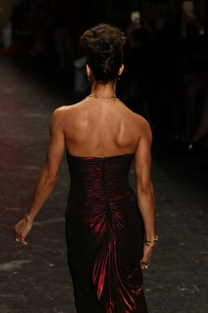 NEW YORK, NY - FEBRUARY 11: Ballerina Misty Copeland walks the runway at The American Heart Association's Go Red For Women Red Dress Collection 2016 Presented By Macy's on February 11, 2016 in NYC. 新聞圖片