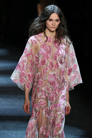 caftan: NEW YORK, NY - FEBRUARY 13: A model walks the runway wearing Monique Lhuillier Fall 2016 on February 13, 2016 in NYC.