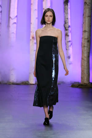 NEW YORK, NY - FEBRUARY 14: A model walks the runway wearing Noon By Noor Fall 2016 during New York Fashion Week on February 14, 2016 in NYC. Redakční