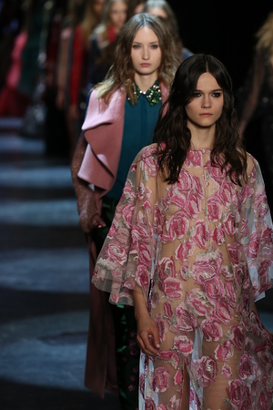 caftan: NEW YORK, NY - FEBRUARY 13: Models walk the runway wearing Monique Lhuillier Fall 2016 on February 13, 2016 in NYC. Editorial