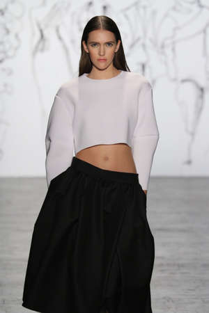 NEW YORK, NY - FEBRUARY 16: A model walks the runway at The Art Institutes Fall 2016 fashion show during New York Fashion Week on February 16, 2016 in NYC. Imagens - 53089844