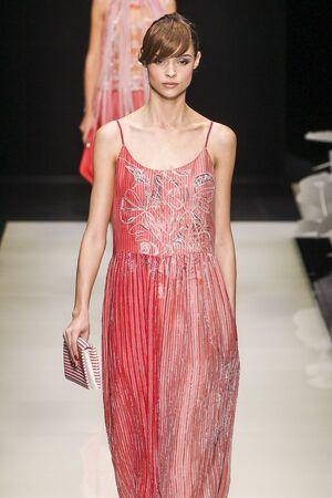 femenine: MILAN, ITALY - SEPTEMBER 28: A model walks the runway during the Giorgio Armani fashion show as part of Milan Fashion Week SpringSummer 2016 on September 28, 2015 in Milan, Italy.