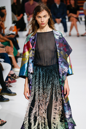 pret a porter: MILAN, ITALY - SEPTEMBER 25: A model walks the runway during the Marco De Vincenzo fashion show as part of Milan Fashion Week SpringSummer 2016 on September 25, 2015 in Milan, Italy.