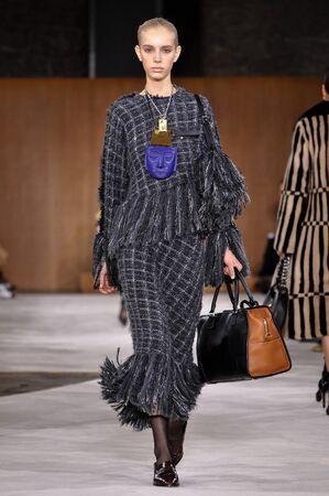 lvmh: PARIS, FRANCE - MARCH 4: Model Jessie Bloemendaal walks runway at the Loewe show during Paris Fashion Week AutumnWinter 201617 on March 4, 2016 in Paris, France. Editorial